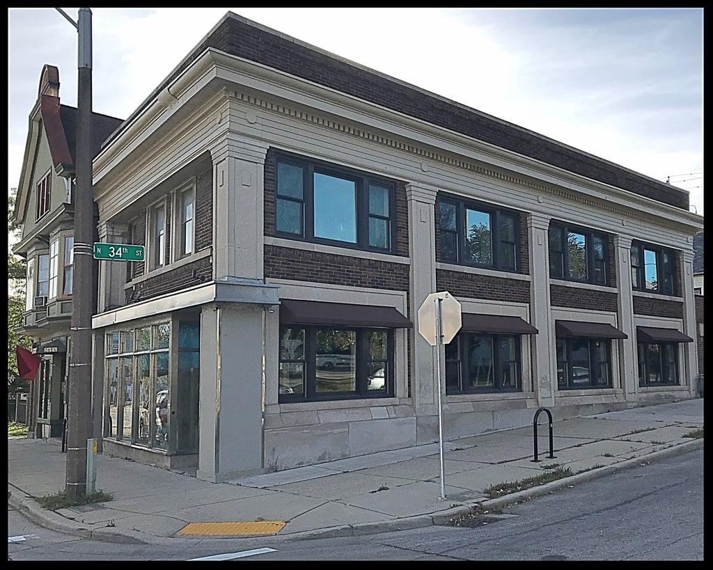 New_Office_3331_W_LISBON_AVE_STRONGBLOCKS_Milwaukee-992984-edited.jpg